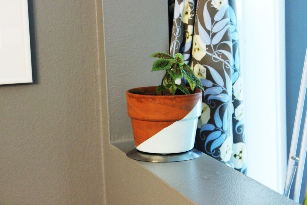 DIY-Geometric-Painted-Planter-With-Turquoise